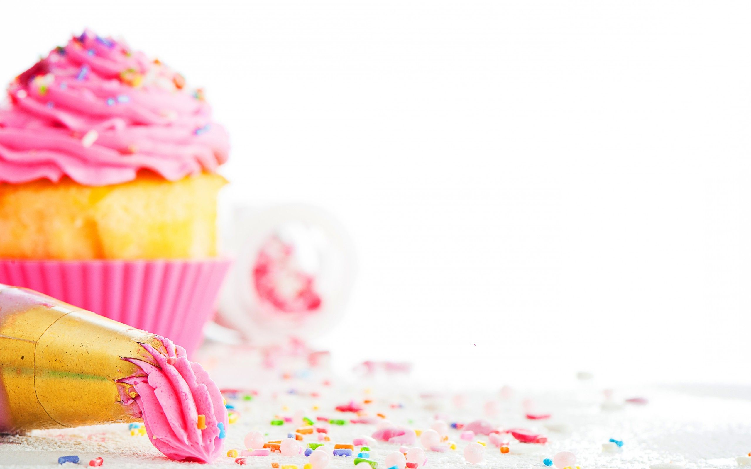 a picture of a cupcake