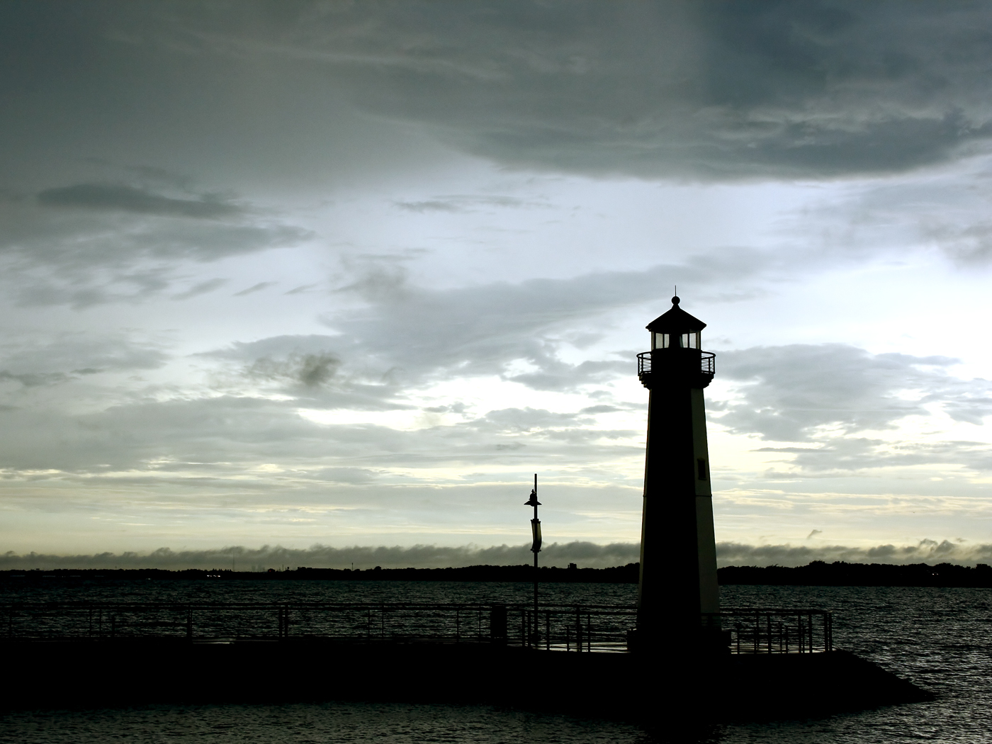 free lighthouse screensavers