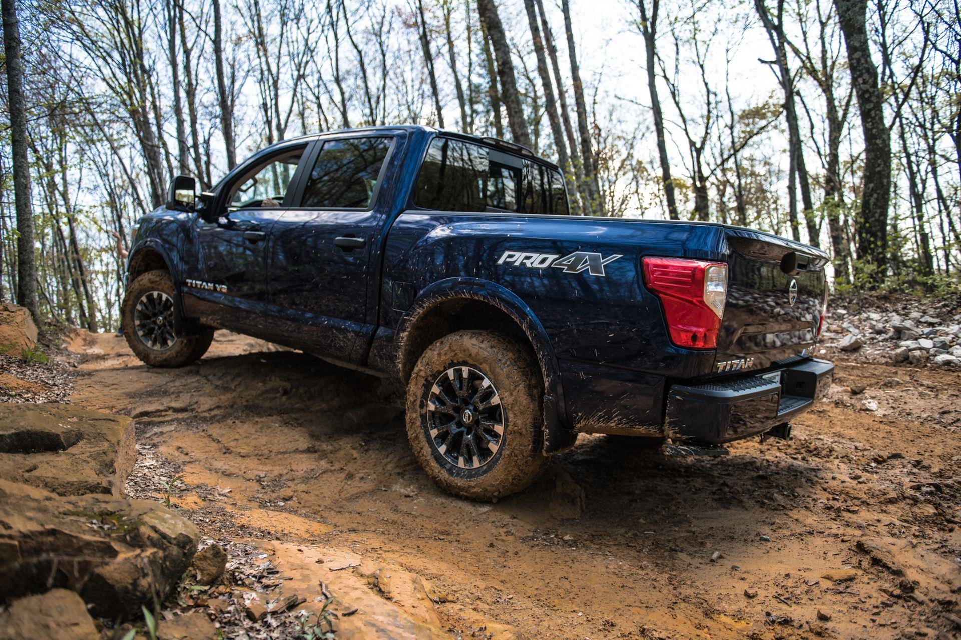 nissan titan photo, nissan titan blue colors
