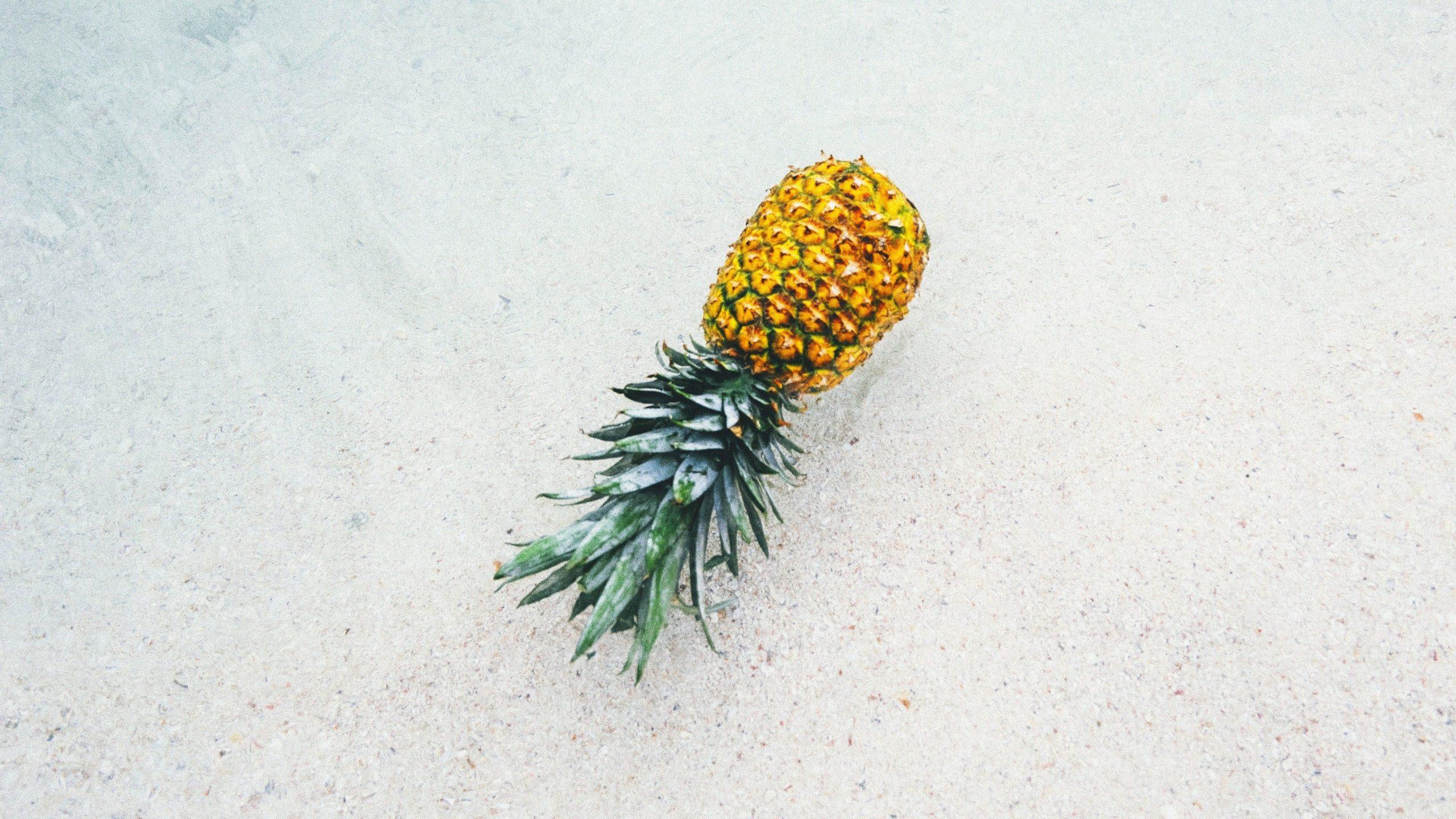 pineapple laptop background